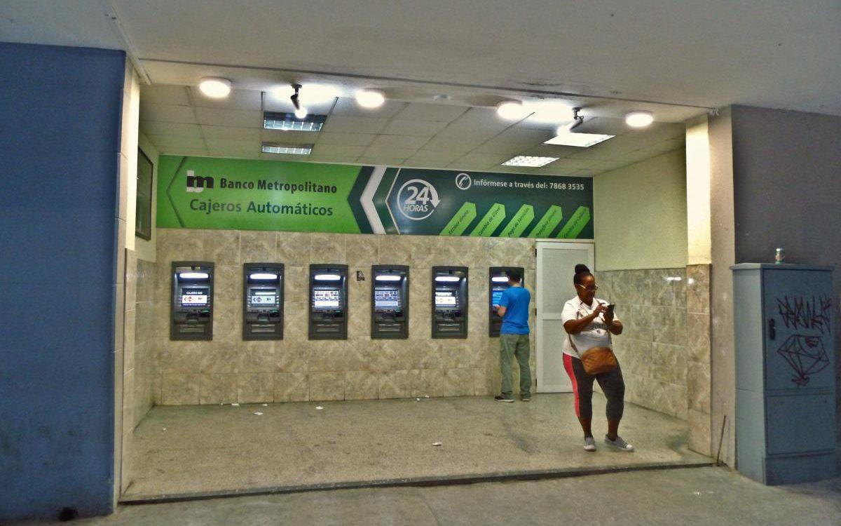Geldautomaten im Zentrum Havannas (2020)